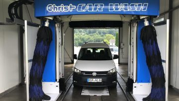 In Altengronau: Christ CAR WASH !
